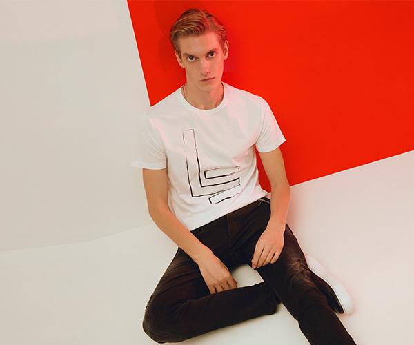 Işıltılı ve Konforlu: Beyaz Tişört